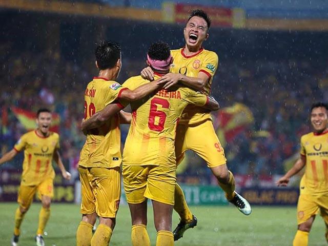 Đội bóng Dược Nam Hà Nam Địn ăn mừng chiến thắng