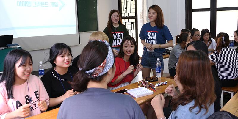 Đa phần sinh viên Việt Nam đang dần mất đi nét đẹp trong văn hóa giao tiếp