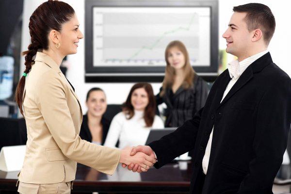 cách giao tiếp với khách hàng lần đầu